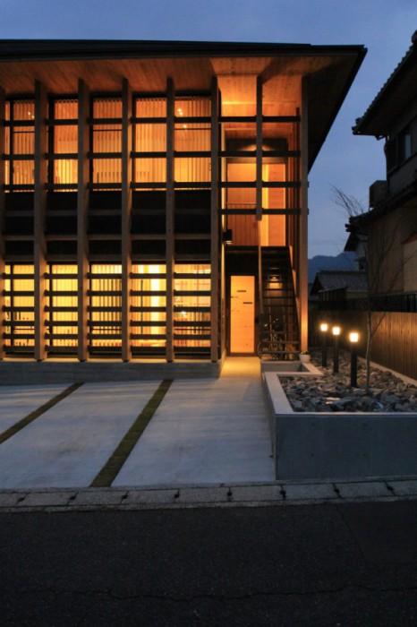 No.079_1(提供:岡本建築設計事務所)夕景2